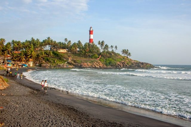 vibrant beaches in kerala